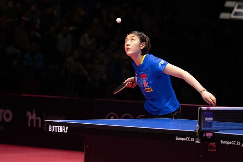 Bevor es am Finaltag zum Höhepunkt aus deutscher Sicht, dem Spiel zwischen Dimitrij Ovtcharov und Ma Long kam, standen erst die Halbfinals der Damen an. Hier traf Chen Meng... (©Gohlke)