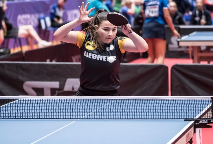 Den Anfang in unserer großen Schlägergalerie macht Anastasia Bondareva, die in Ostrava mit den deutschen Mädchen Gold im Team gewinnen konnte. Die 17-Jährige spielt schon seit zwölf Jahren Tischtennis und trainiert inzwischen neun bis zehn Einheiten pro Woche. (©Gohlke)
